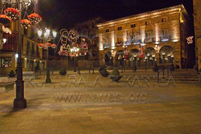 Plaza de San Severino y Ayuntamiento de Balmaseda en Navidad