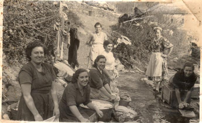 Balmasedanas lavando en El Arroyo