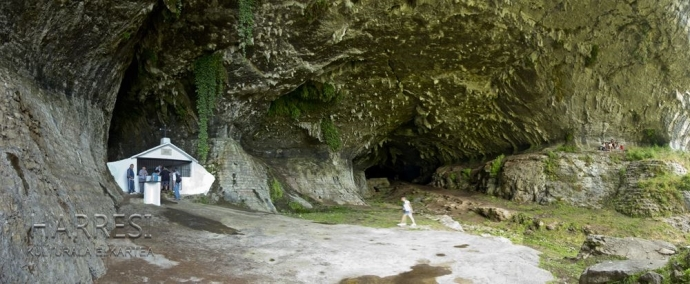 Ermita de La Magdalena en la cueva de Uragalla