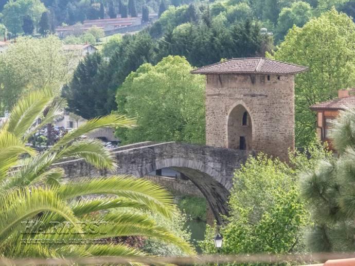 Vista del Puente Viejo desde el ático de la Residencia León Trucíos de Balmaseda